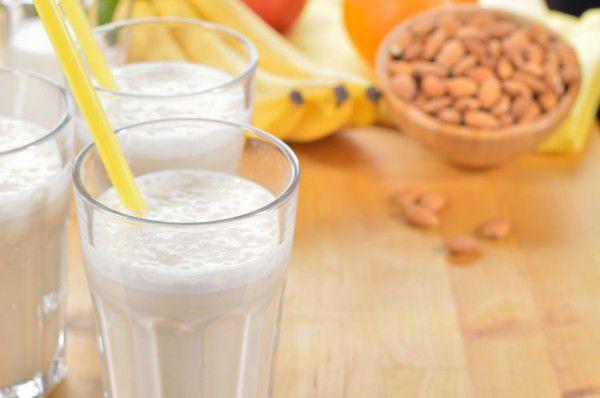 almond-milk-protein-shake